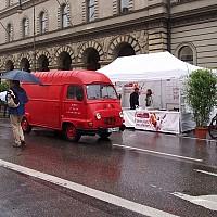 Himmelsgruen_01_streetlife_aufbau_im_regen